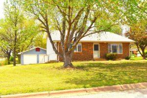 3 bedroom, 2 bath home – 804 Elizabeth St. Ellsworth