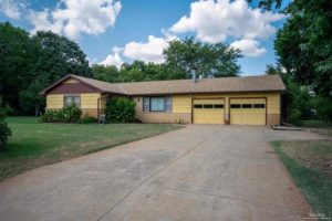 North Salina mid-century ranch home – 516 W Antrim Ave