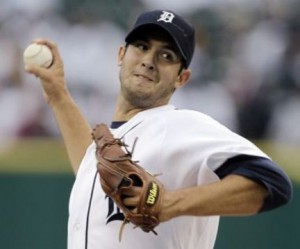 Tigers edge Royals to keep pressure on White Sox in AL Central