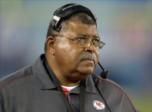 Chiefs' Crennel removes himself as D-coordinator