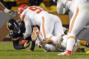 Roethlisberger hurt, Steelers survive Chiefs 16-13