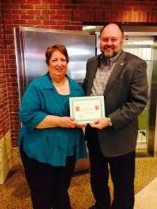 Tom Wilbur Presents Linda Henningsen with Her Hero of the Week Award!