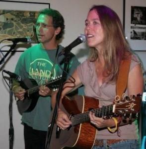 Folk artist Tim and Sarah Crews to perform at Art a la Carte Friday