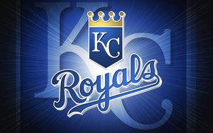 Royals combine to 2-hit White Sox for Sunday win