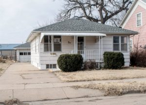 Large Family Room & Fenced Yard – 230 S Clark