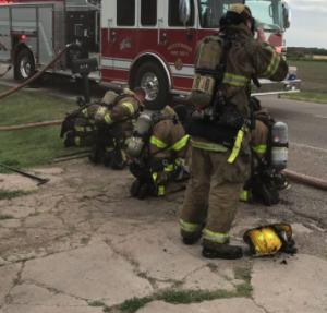 Firefighter injured after ceiling collapse during Kansas blaze